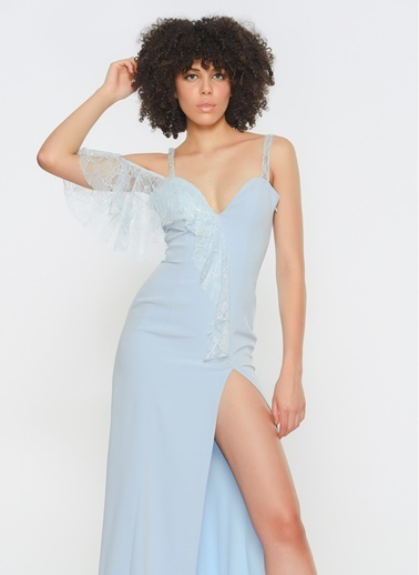 Zeynep Ökmen Tek Omzu Ve Önünde Dantel Detaylı Esnek Saten Yırtmaçlı Elbise Mavi